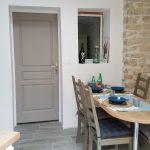 Cuisine entièrement neuve et équipée à La Cadole de Chardonnay, maison d'hôtes à Chardonnay.