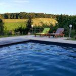 Notre belle piscine de la cadole à Chardonnay est accessible à nos hôtes d'avril à octobre.