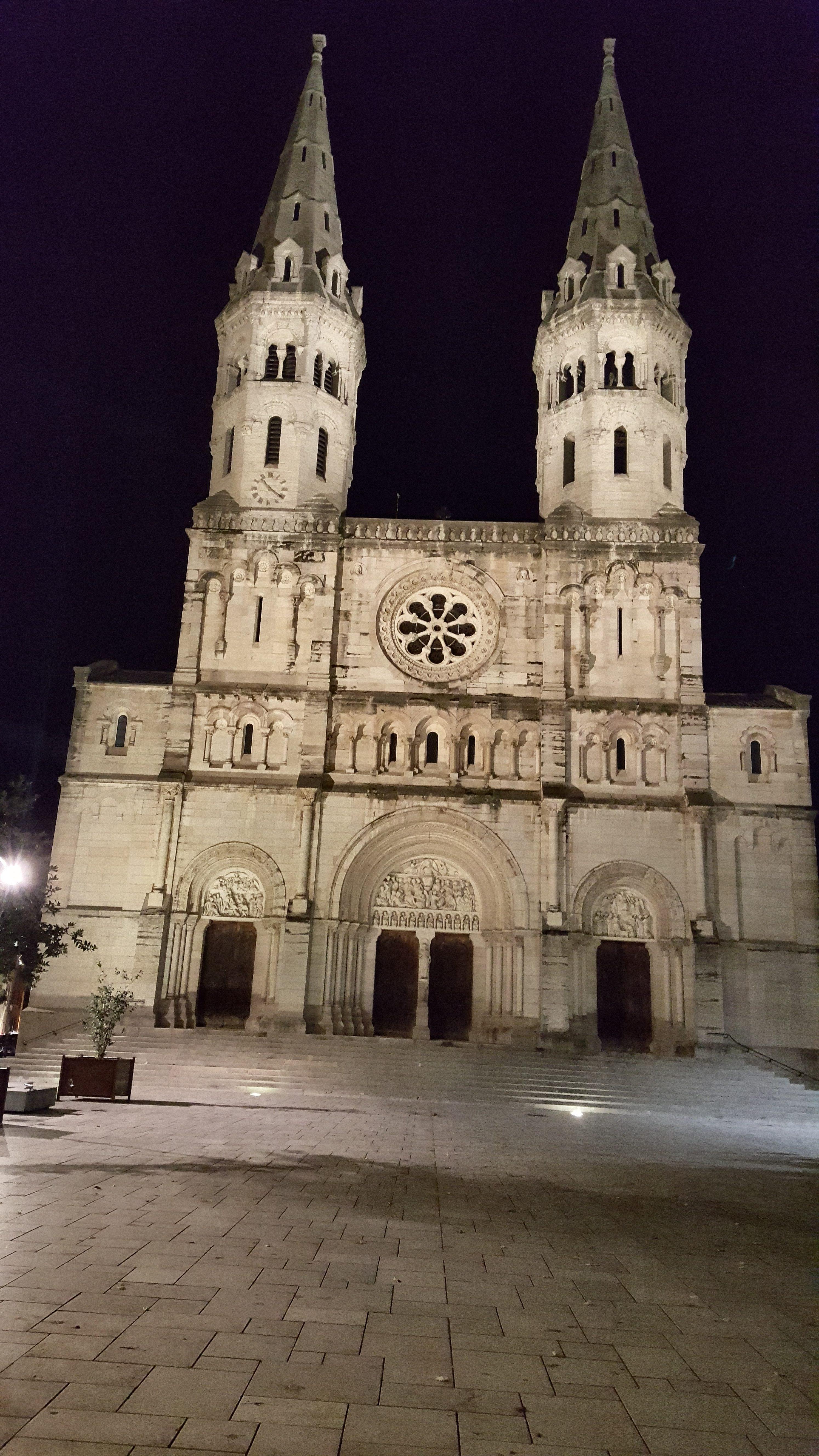 Eglise Saint-Pierre de nuit, à Mâcon