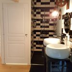 Chambre Viré-Clessé à La Cadole de Chardonnay, salle d'eau et toilettes privées