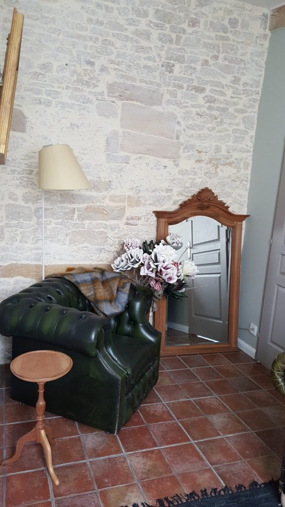 Salon commun chambre Montagny et Mercurey